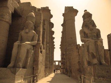 one_of_luxor_temple_hall_enterances_by_hosamzidan-d55fajz