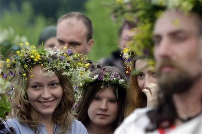 Pagans in a modern world: what is Neopaganism? Pagans-neo-russia_summer_solstice-ap-sergey-ponomarev